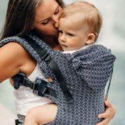 Niezbędny gadżet młodej mamy- chusta do noszenia dziecka